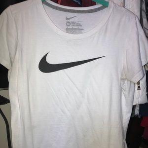 Nike Tops - Nike t-shirt